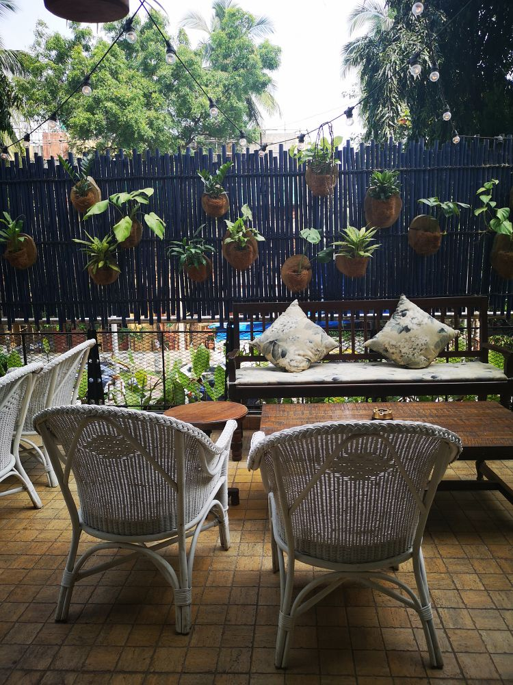 Review of Butler and the Bayleaf at Juhu