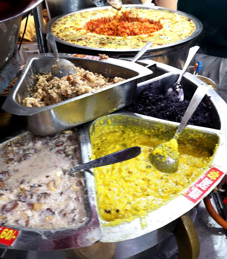 Foodies guide in Lucknow, Where to eat in Lucknow,Moti Mahal at Hazratganj, Lucknow