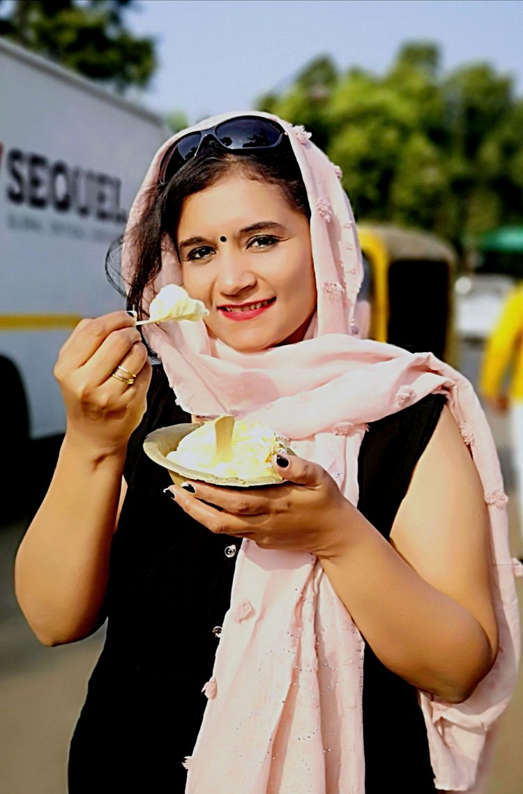 Foodies guide in Lucknow, Where to eat in Lucknow, Makhan Malai at Chowk Lucknow