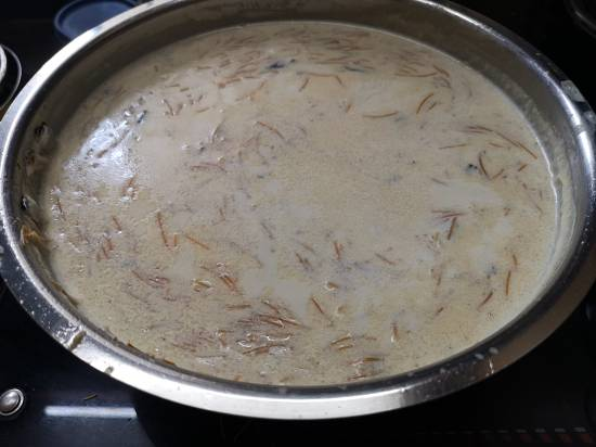sheer korma recipe with boiled milk and cooked vermicelli