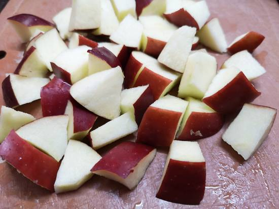 cutting apple into small chunks