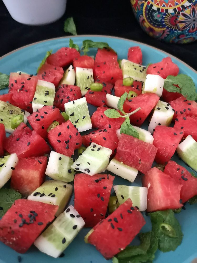 how to make watermelon cucumber salad, How to cut a watermelon into cubes